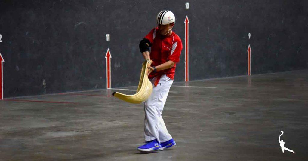 Mikel Arriola jugando Jai alai