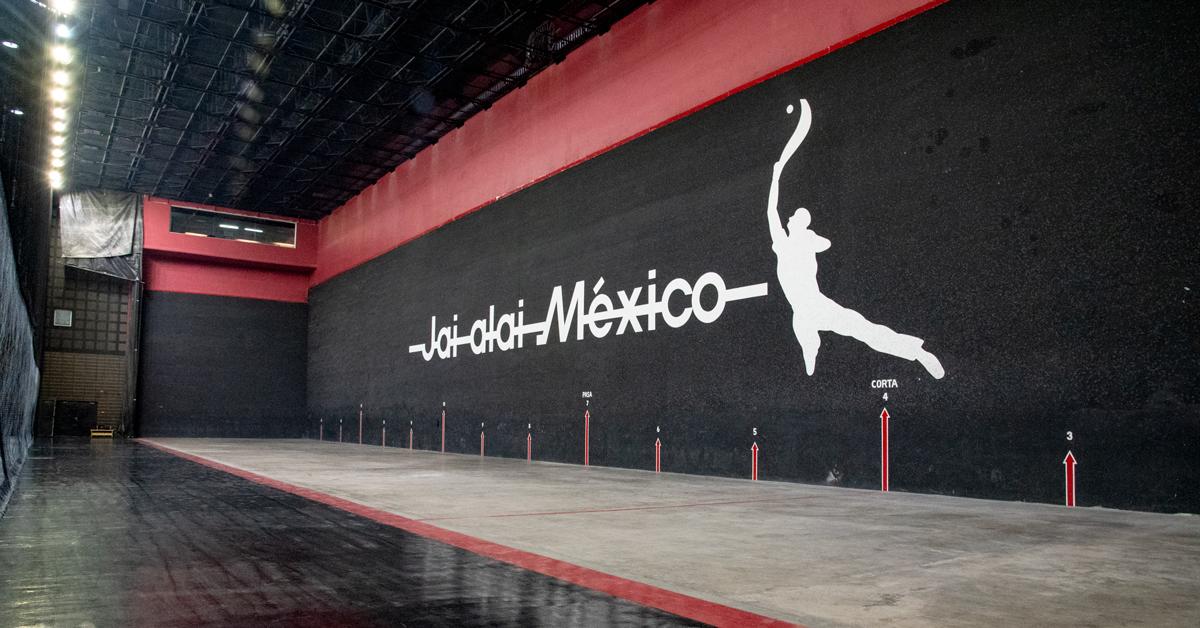 Frontón México, cancha